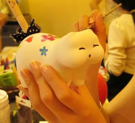 一陶泥猫咪店一家猫咪主题小店,出售一些猫咪的明信片,可以盖上各式